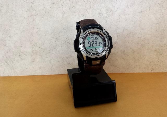 hodinky na stojánku
