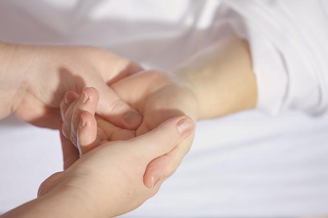 masáž dlaně ruky