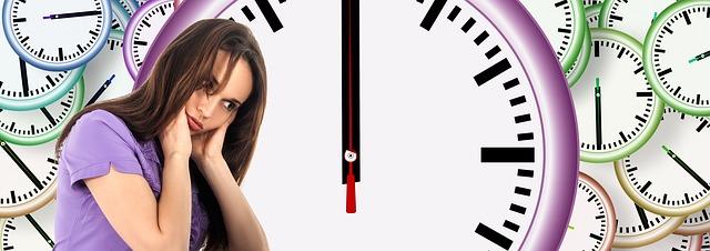 hodiny a dívka.jpg