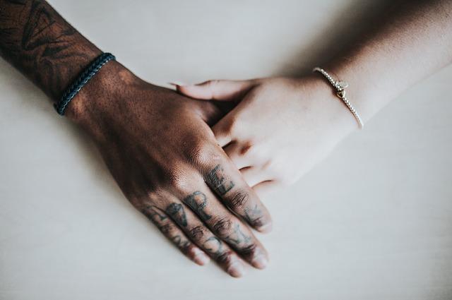 ruka na ruce.jpg